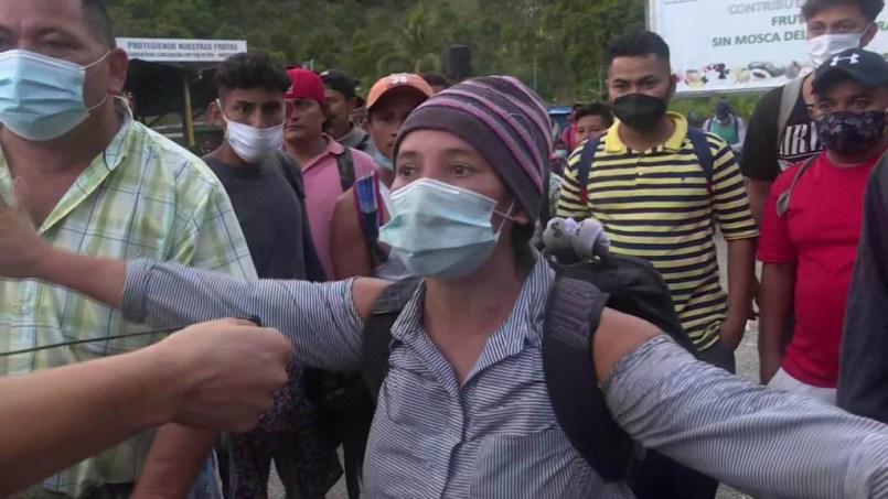 """Un grupo de alrededor de mil migrantes localizados en la frontera con Chetumal-México afirman que """"El Coronavirus es un invento de Trump""""."""