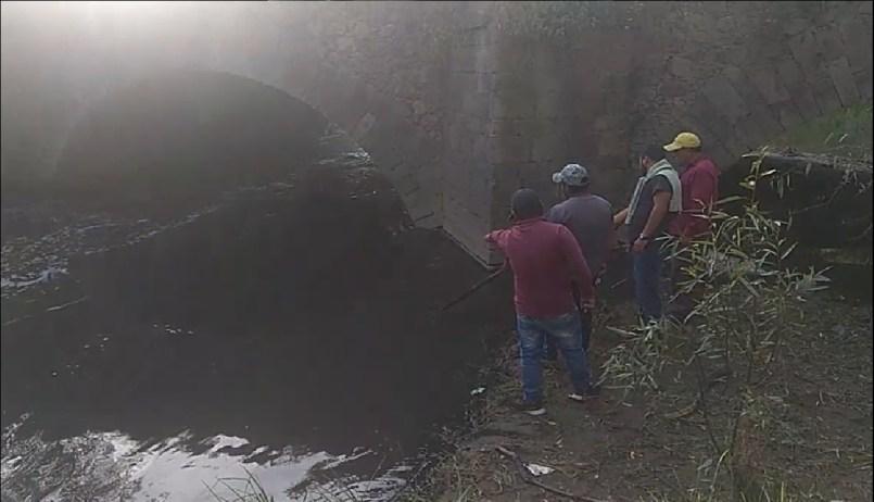 Dos hermanos son buscados tras caer al río Lerma dentro de su auto