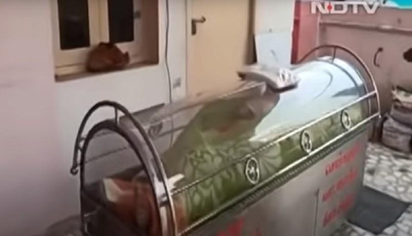 (Video) Hombre vivo en India pasó 20 horas en un congelador al creerlo muerto