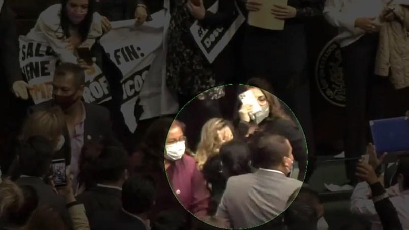 (Video) Legisladora fue golpeada por una diputada de Morena