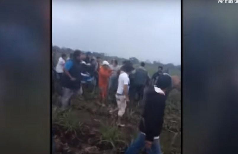 (Video) Grupo de personas matan a presunto agresor de una niña de 9 años en Argentina