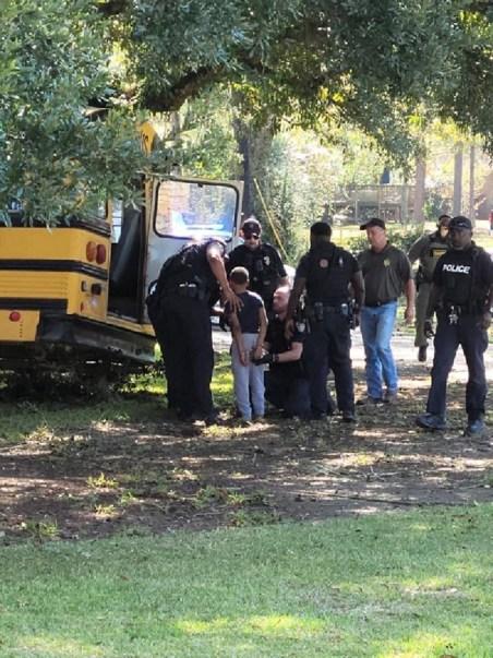 Policía persiguió por 45 minutos a niño que robo un autobús