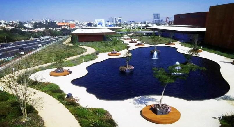 Conoce el centro comercial mexiquense con el parque más grande del mundo en su azotea || VIDEO