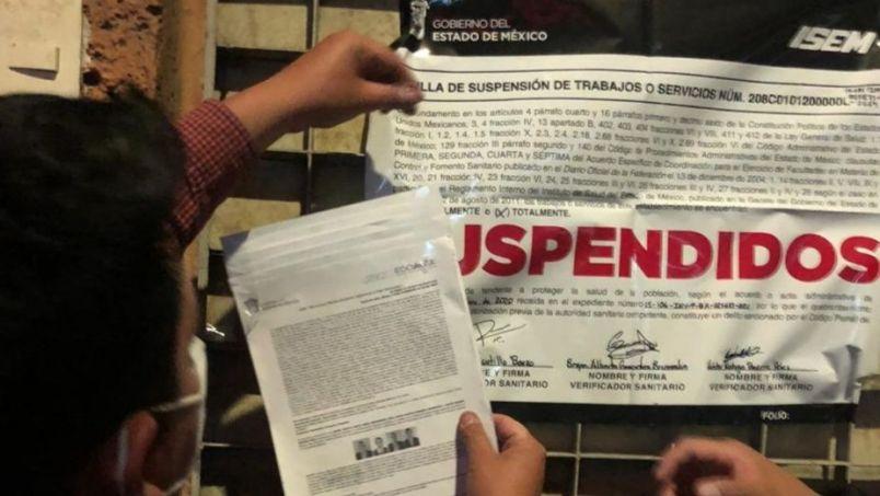 Suspenden bar en Toluca que supuestamente ofrecía show de sexo en vivo