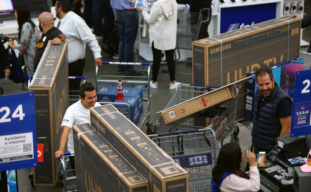 Bodega Aurrera pone por equivocación pantallas a 10 pesos en Edomex