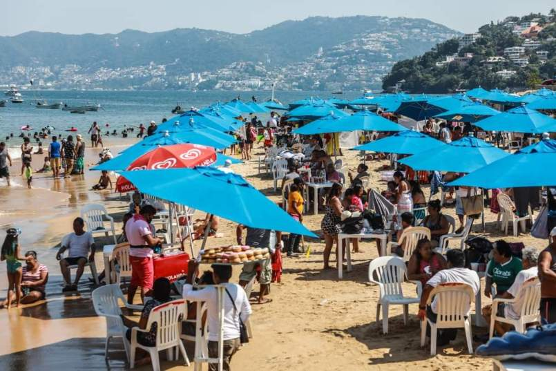 playas-de-guerrero-se-llenan-de-turistas-pese-a-alza-de-coronavirus