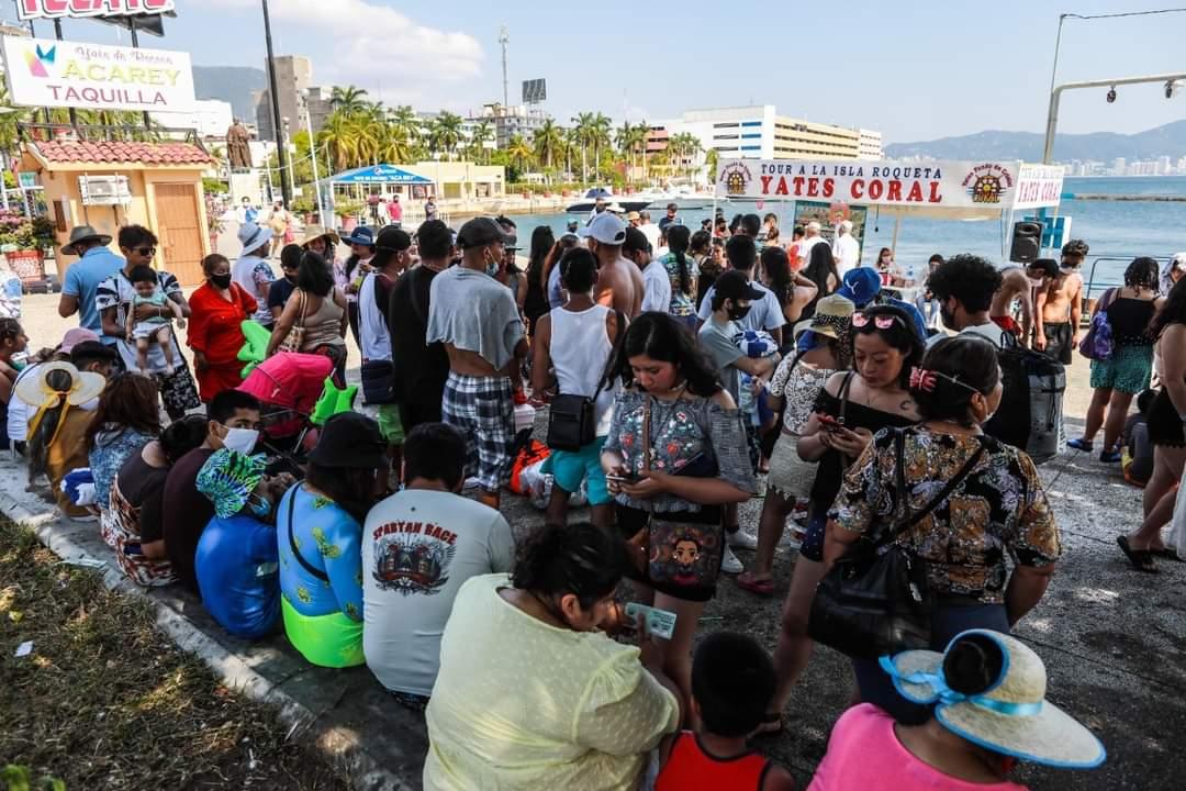 playas-de-guerrero-se-llenan-de-turistas-pese-a-alza-de-coronavirus2