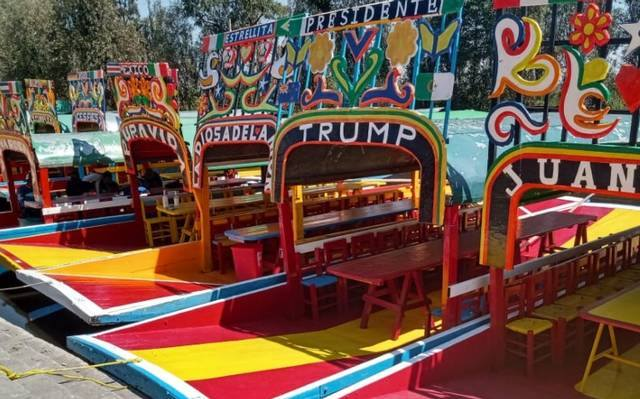 trajinera apoya a Trump en xochimilco