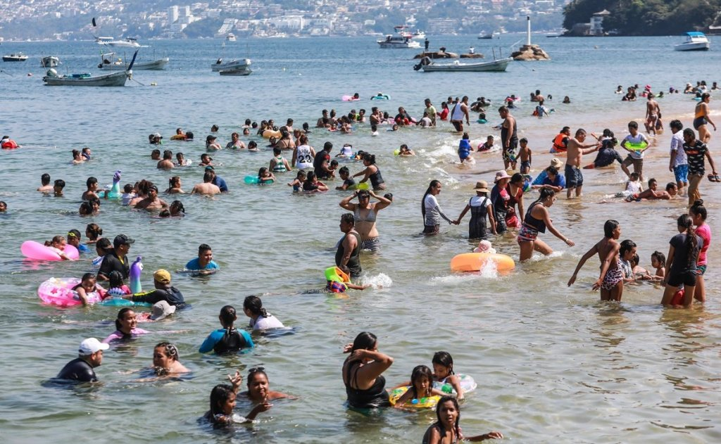 Acapulco cancela celebraciones de año nuevo y anuncia horario de cierre de playas
