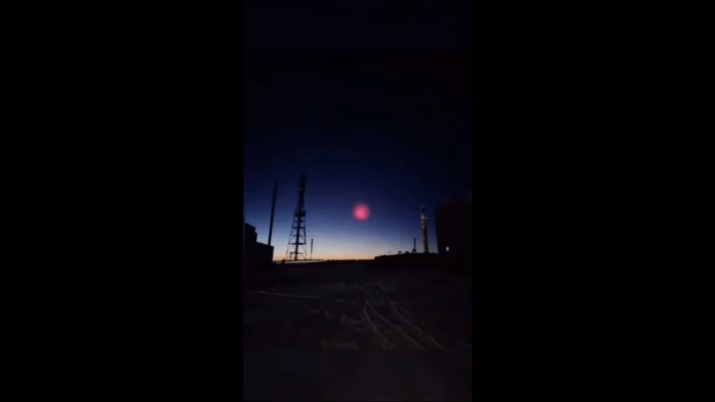 Video ll Captan gran esfera rosa tras caída de meteorito en China