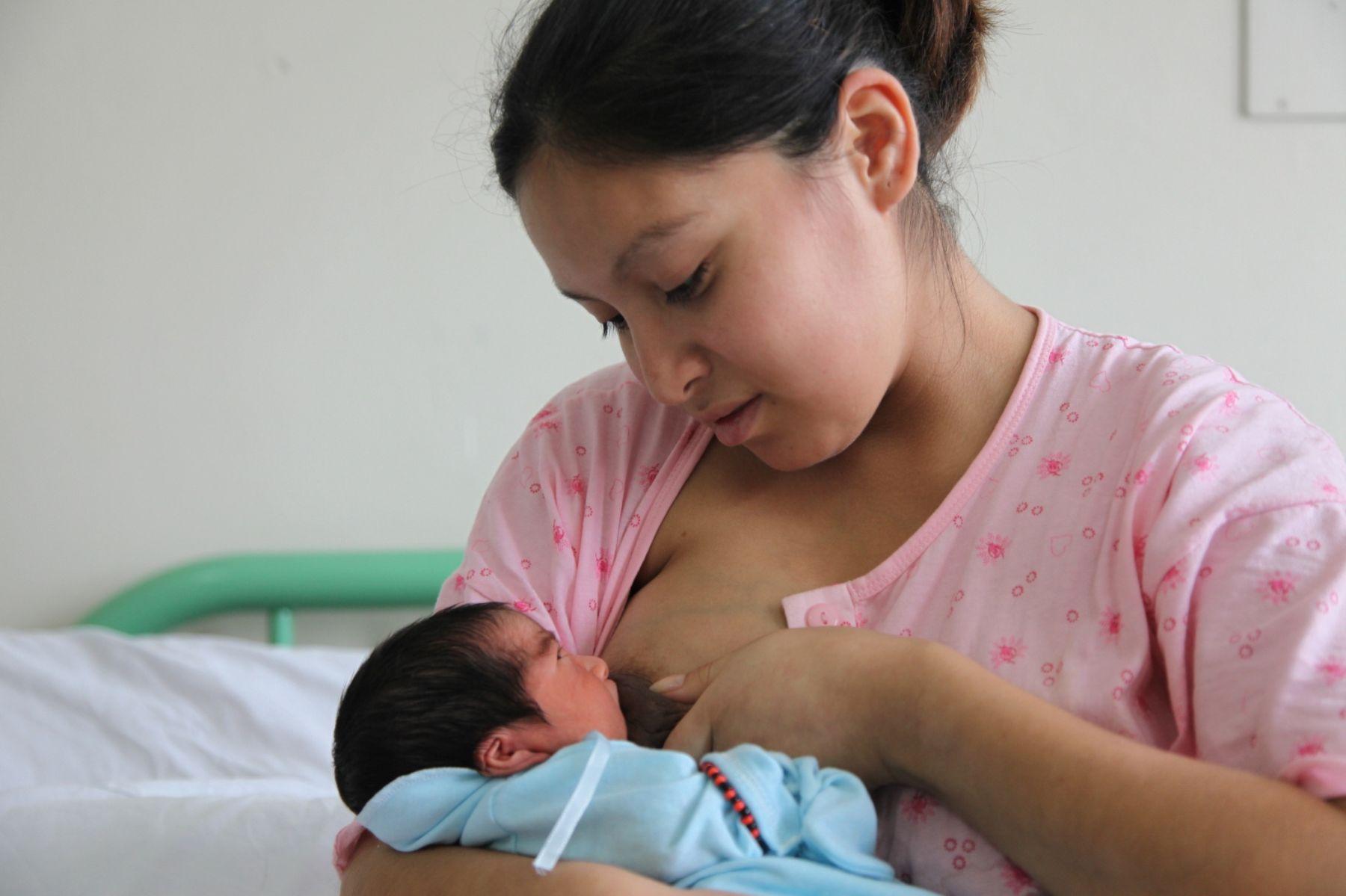 mexico-mamas-ya-podran-amamantar-a-sus-bebes-en-via-publica2