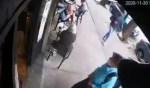 (Video) Modus operandi que usan ladrones para robar bolsas en 15 segundos en restaurantes