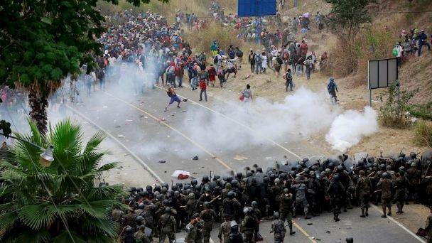 Caravana migrante es reprendida a golpes en Guatemala1