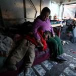 Familia vive en camioneta en Toluca debido a la pandemia