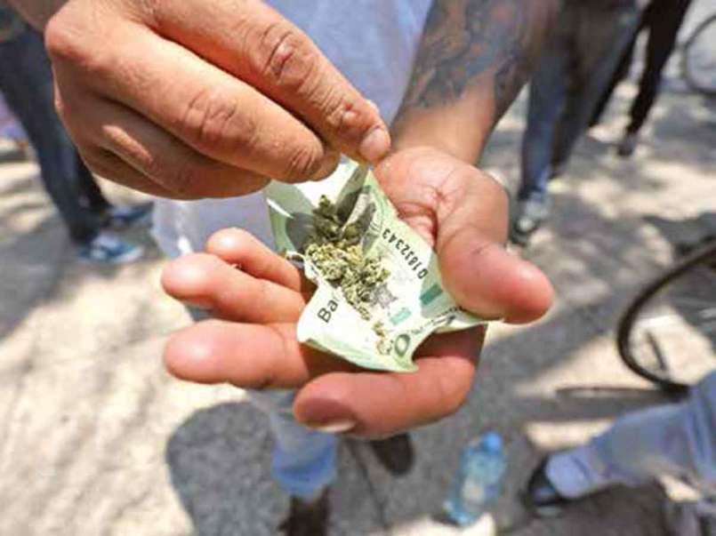mexico-multaran-a-personas-que-fumen-marihuana-en-la-calle-160494