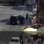 Video || Mujer es atropellada en Ecatepec por conductor distraído