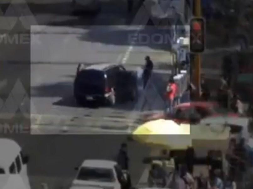 Video    Mujer es atropellada en Ecatepec por conductor distraído