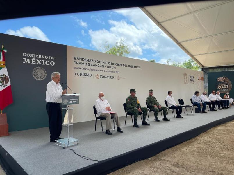 El presidente Andrés Manuel López Obrador, informó que uno de los tramos del tren será elevado para evitar el daño ecológico.