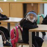 """A la fecha ya se han vacunado alrededor de 20 mil maestros y se espera que a finales de marzo estarán vacunados todos los adultos mayores, por lo que la intención es que terminando de vacunar a los adultos mayores se piense en el regreso a clase presenciales"""", señala AMLO"""